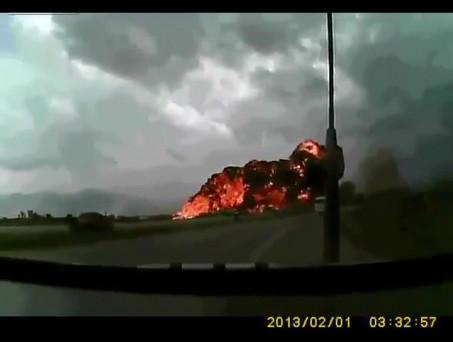 WARNING: Contains graphic scenes - Horrific plane crash caught on camera