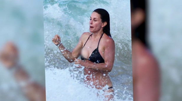 Top Ten Celebrity Bikini Malfunctions Independentie