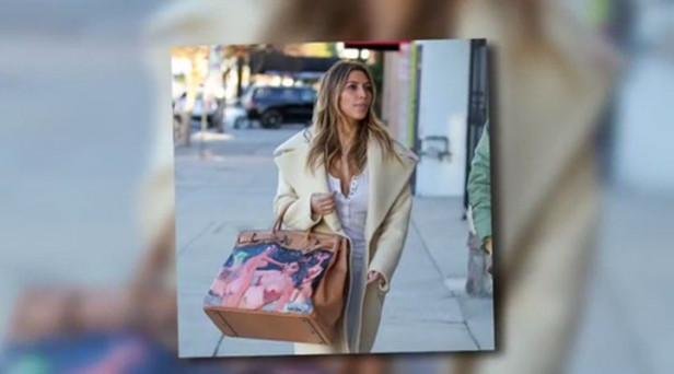 22605656b0 Kanye West gifts Kim Kardashian... a huge Hermes bag that is priceless