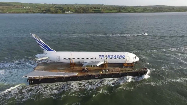 ARCHIVE VIDEO - Plane sailing: Boeing 767 on glam final journey up the  River Shannon