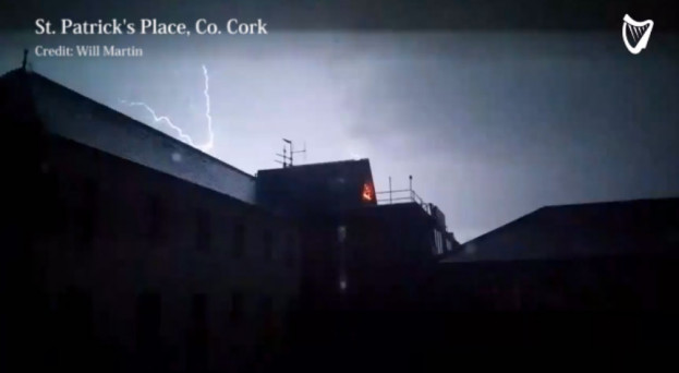 watch incredible footage shows lightning strikes hit ireland on
