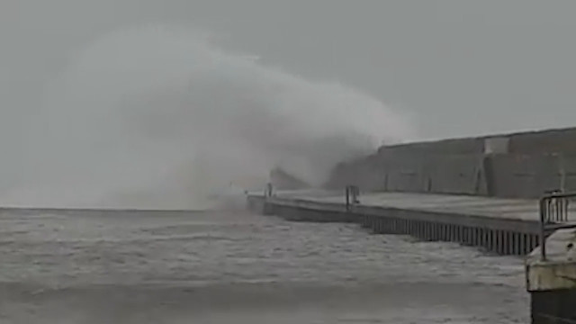 19d99410c96a Storm Gareth  thousands of homes left without power as 120kmh winds slam  into coast - Independent.ie
